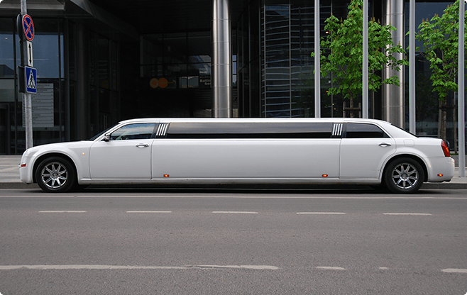Berlin Limousines - Chrysler 300C Super Stretch - Side View